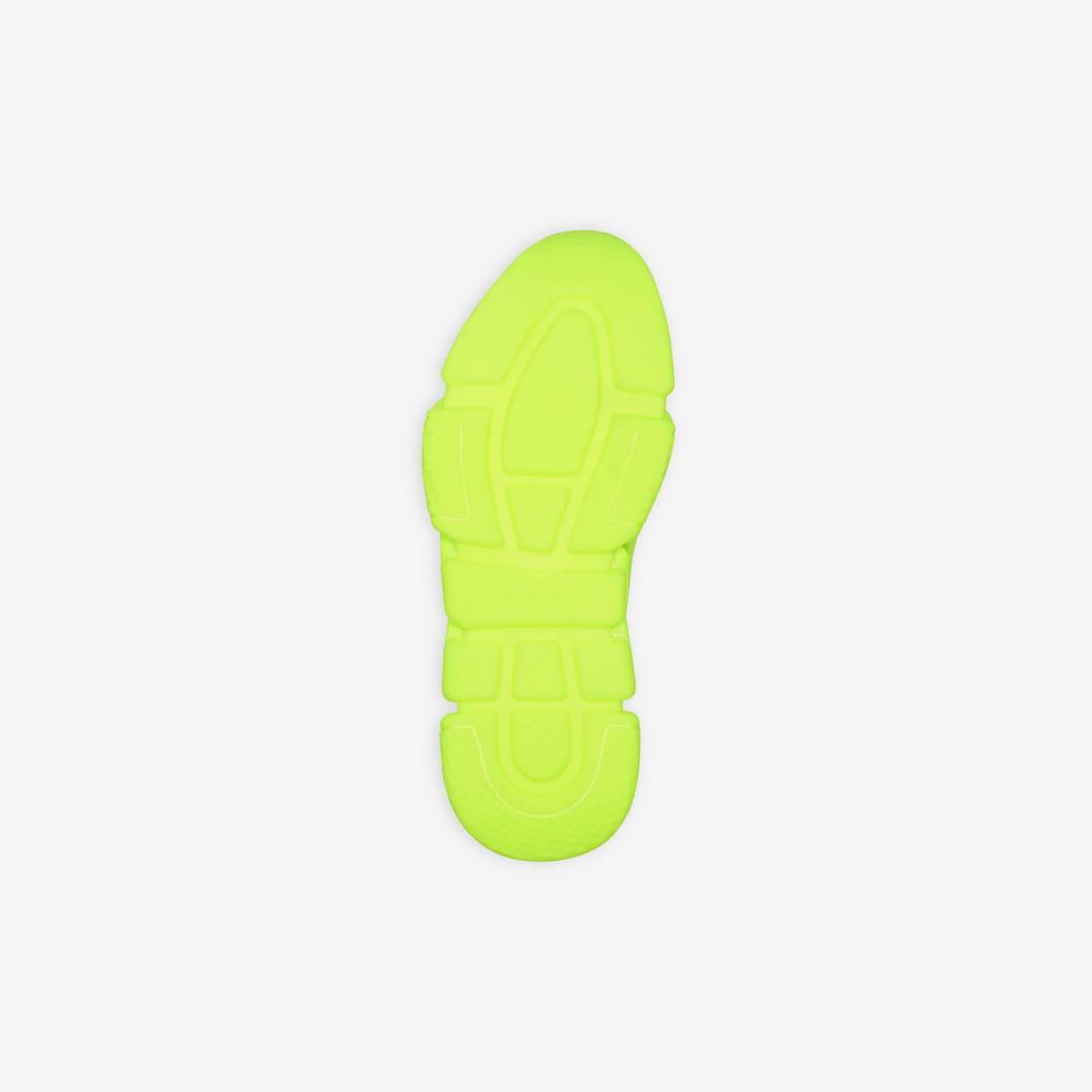 Display zoomed version of speed sneaker 5