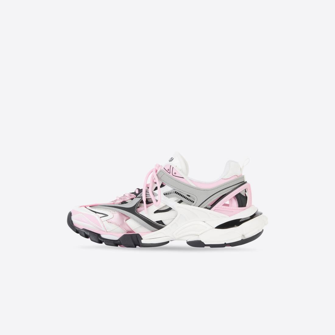 Display zoomed version of track 2.0 sneaker 4