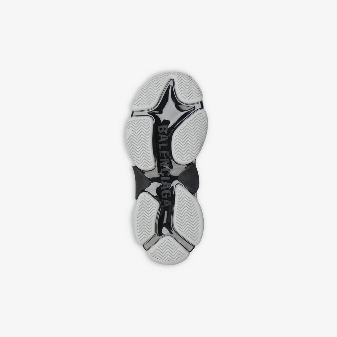 Display zoomed version of triple s sneaker 6