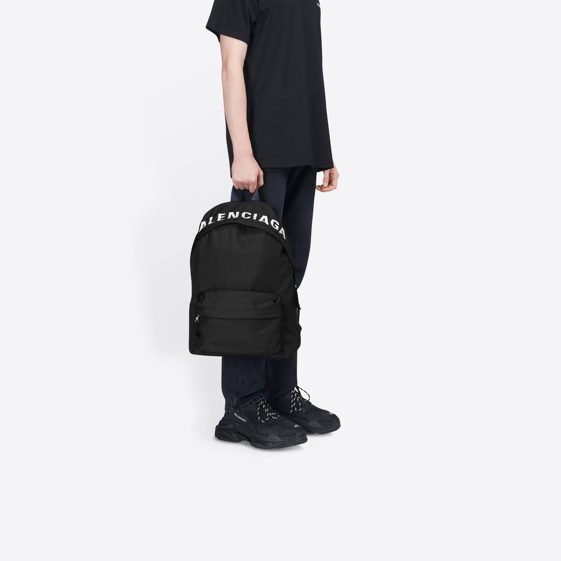 Display zoomed version of wheel backpack  4