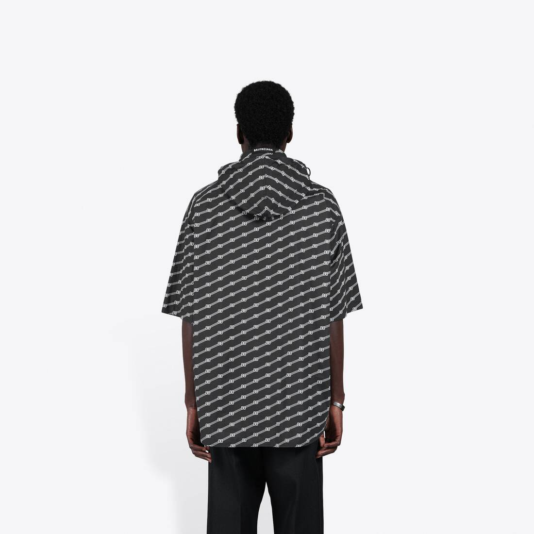 Display zoomed version of windbreaker shirt 5