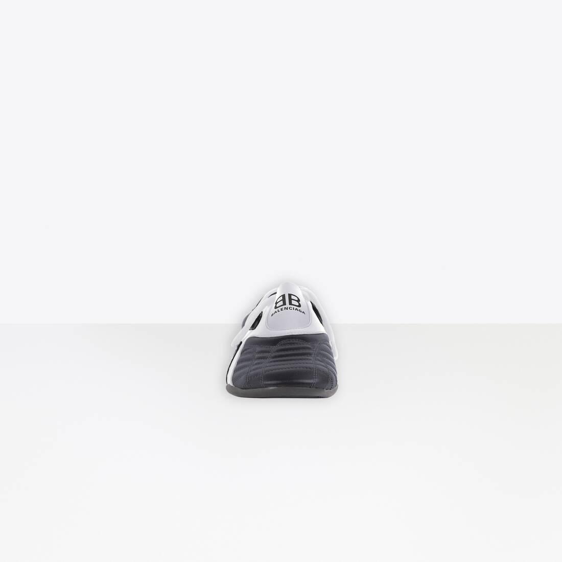 Display zoomed version of zen sneaker 3