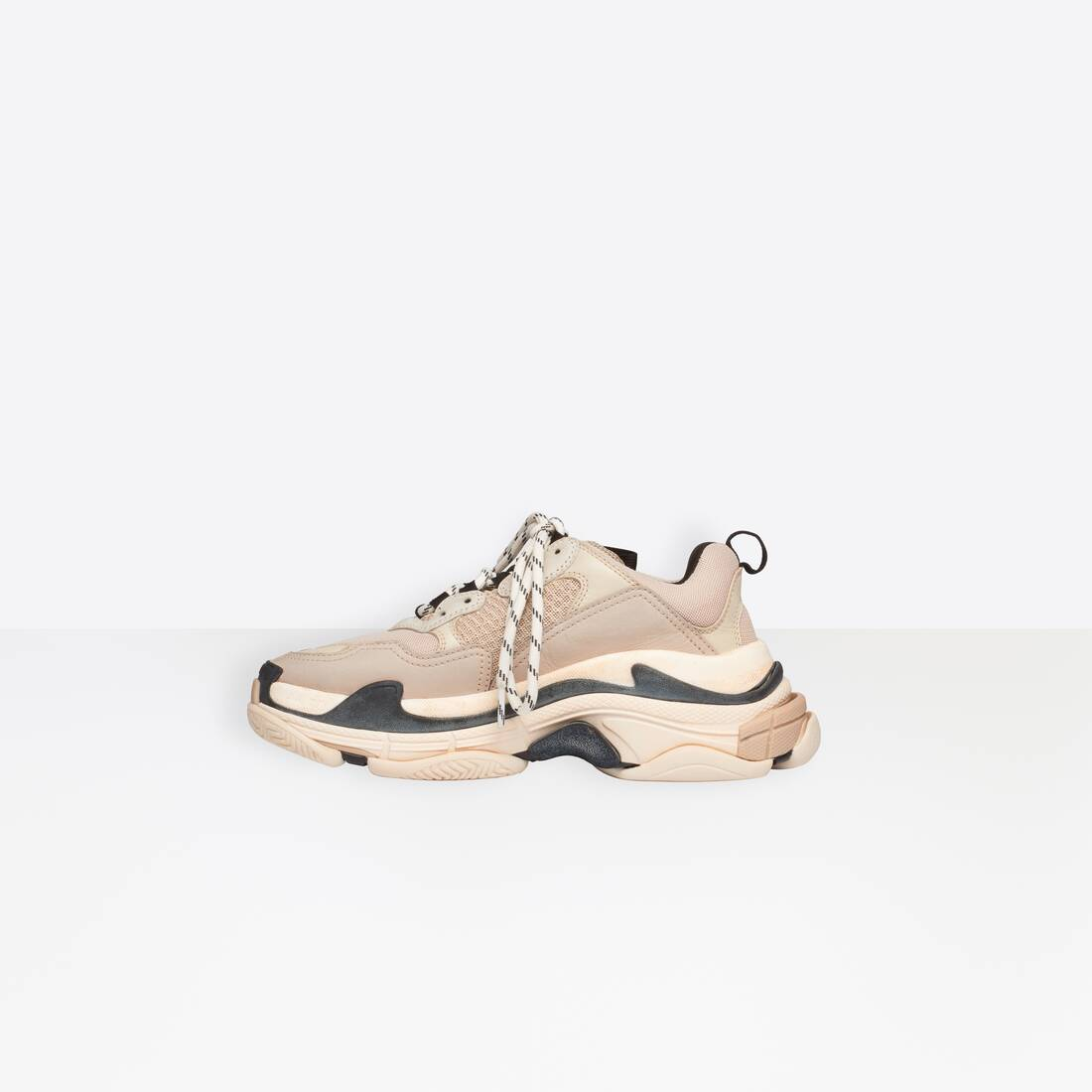 Display zoomed version of trainers triple s 4