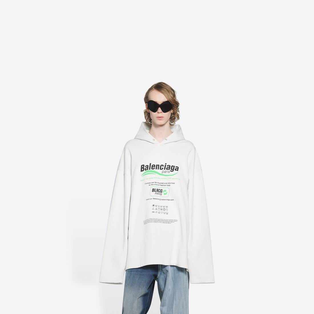 Display zoomed version of dry cleaning hooded t-shirt 3