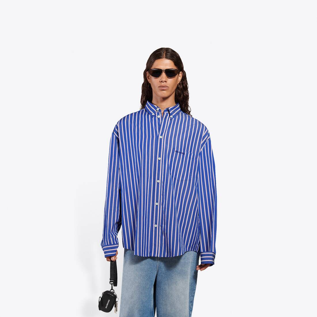 Display zoomed version of large fit shirt 3