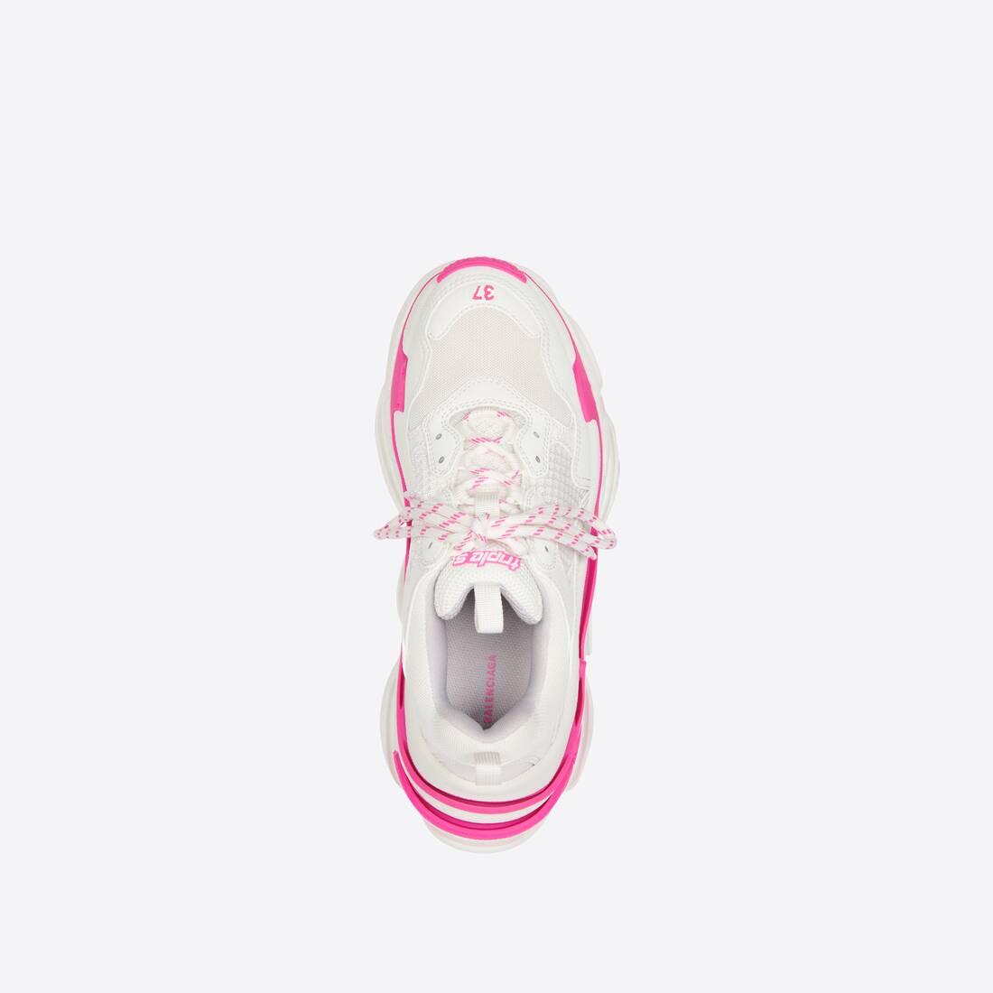 Display zoomed version of triple s sneaker 5