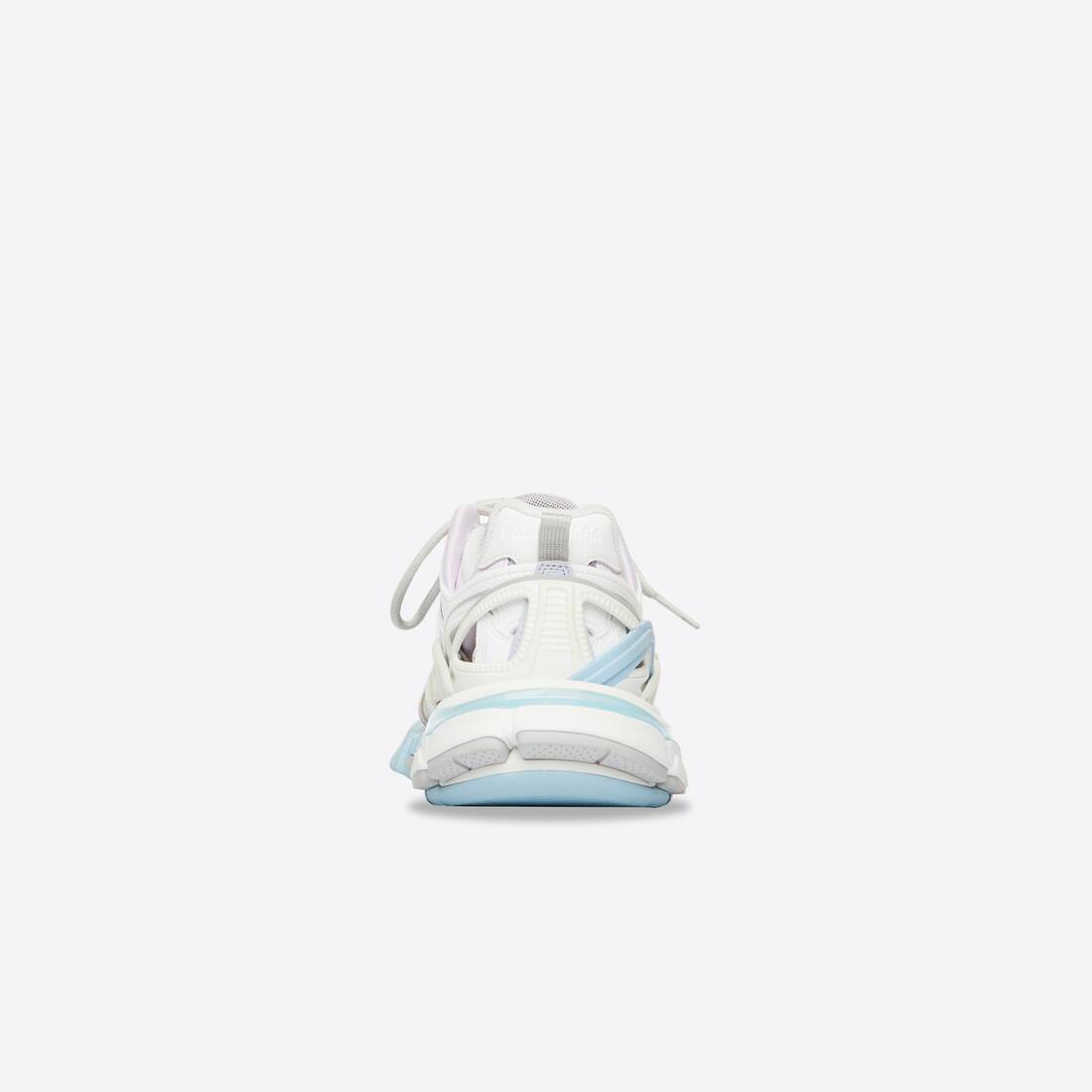 Display zoomed version of track.2 sneaker 2