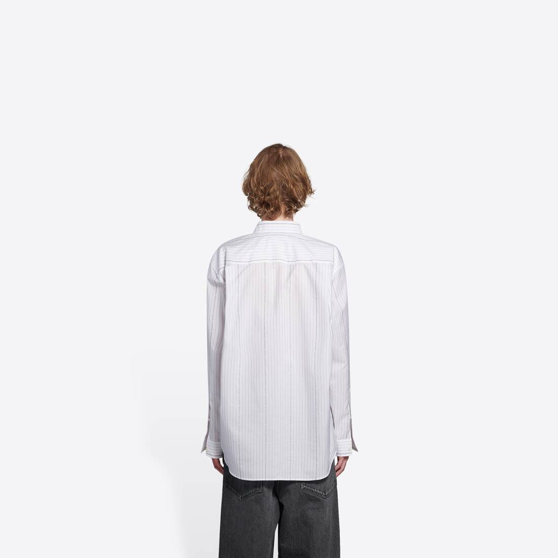 Display zoomed version of large fit shirt  5