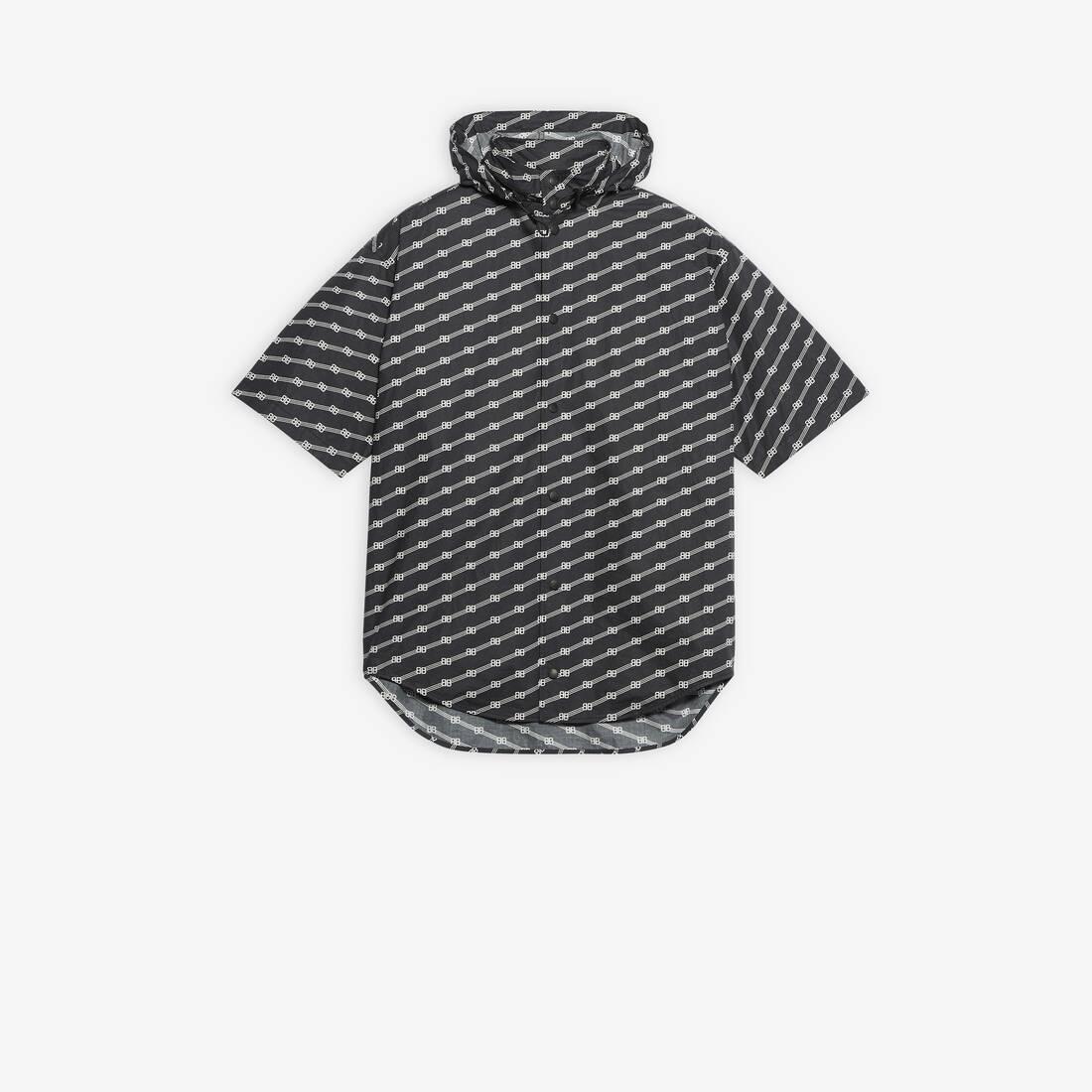 Display zoomed version of windbreaker shirt 1