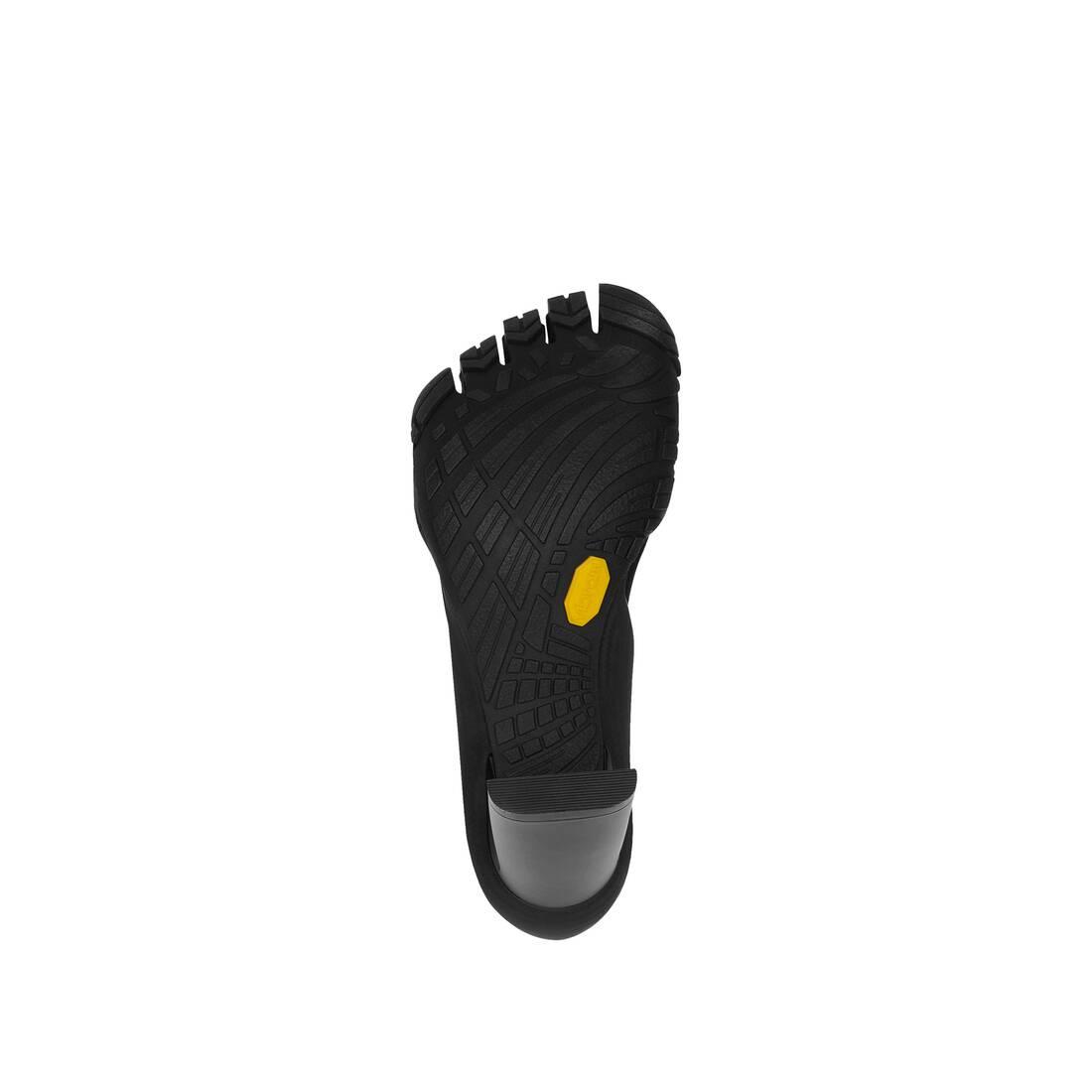 Display zoomed version of heeled toe  6