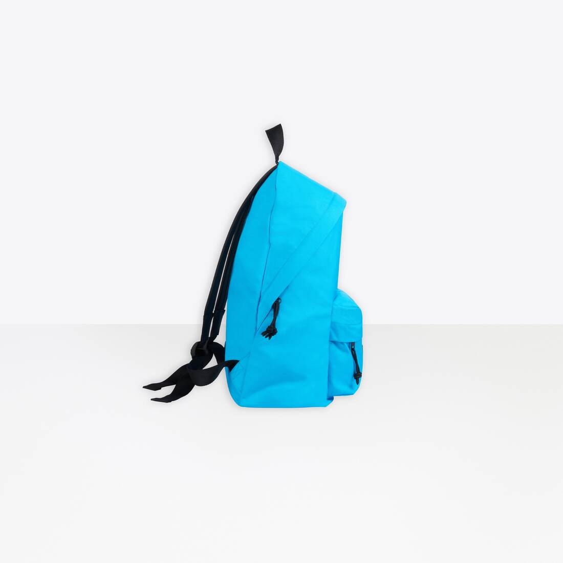 Display zoomed version of oversized xxl backpack 3