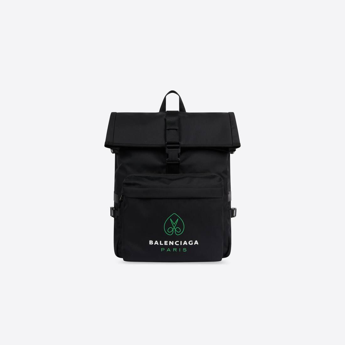 Display zoomed version of messenger backpack 1