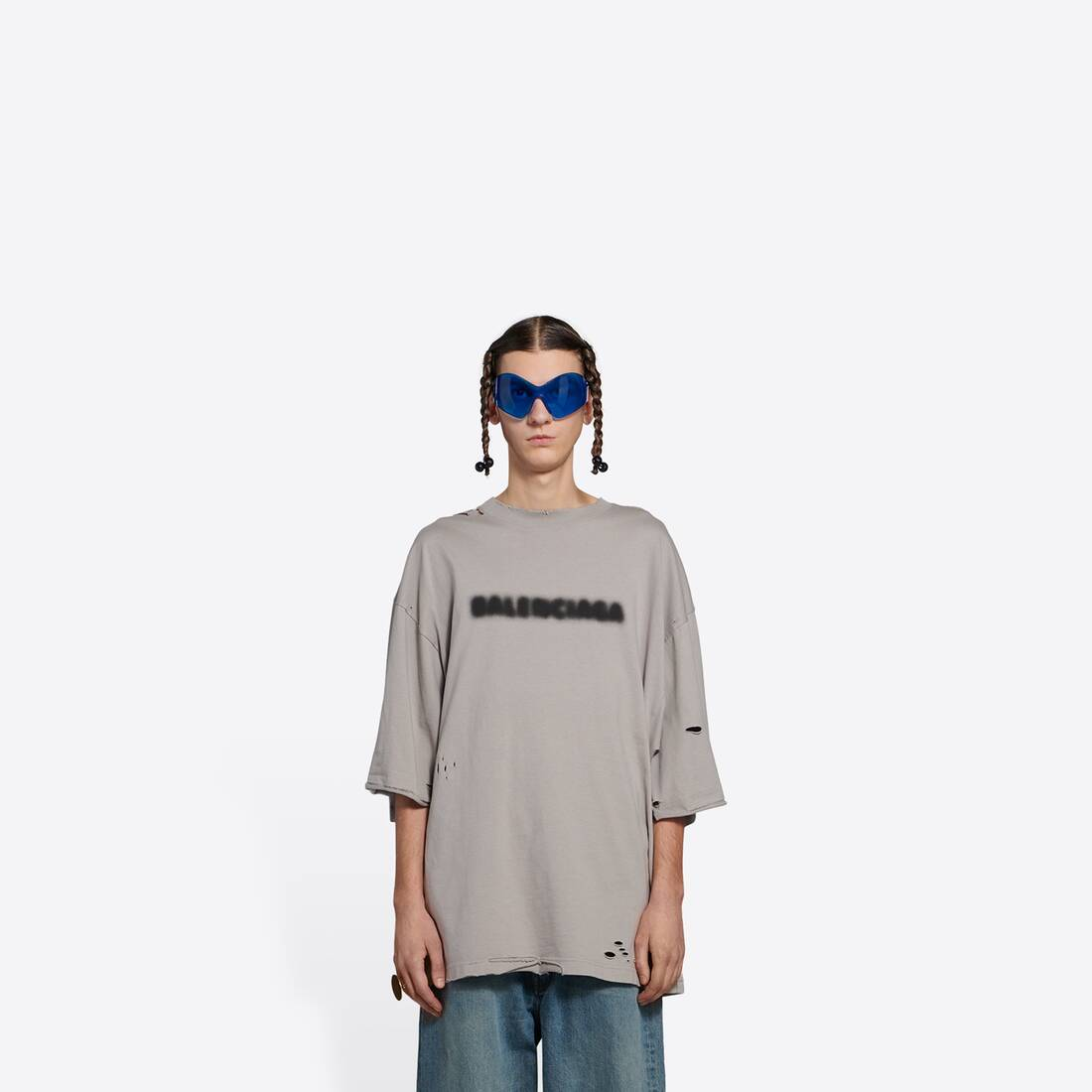 Display zoomed version of blurry wide fit t-shirt 3