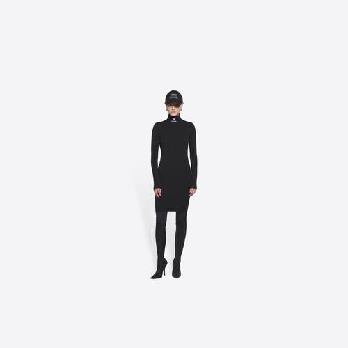 オープンバック・ドレス
