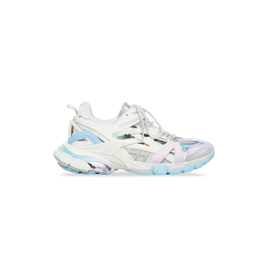 Display zoomed version of track.2 sneaker 1
