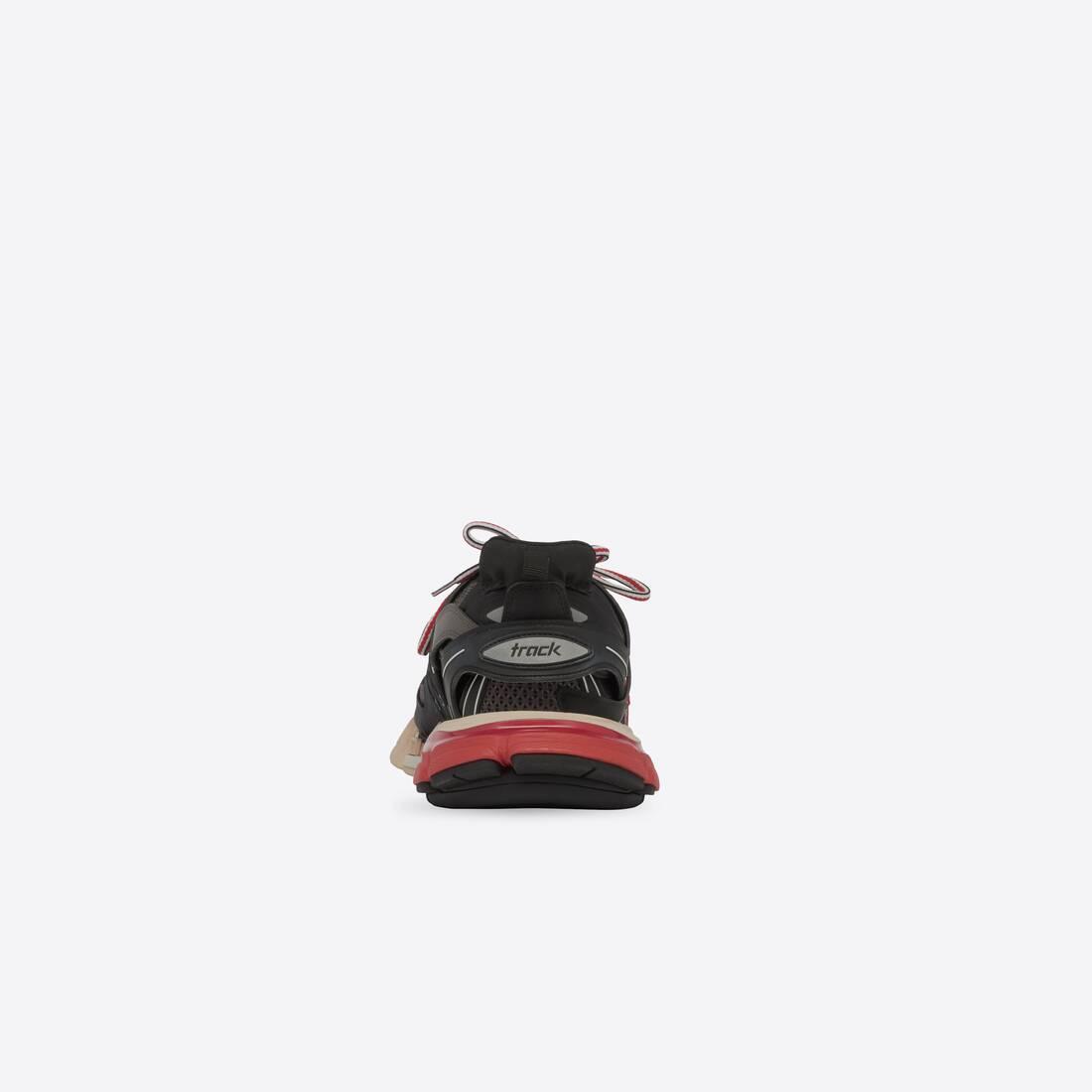 Display zoomed version of track sneaker 2