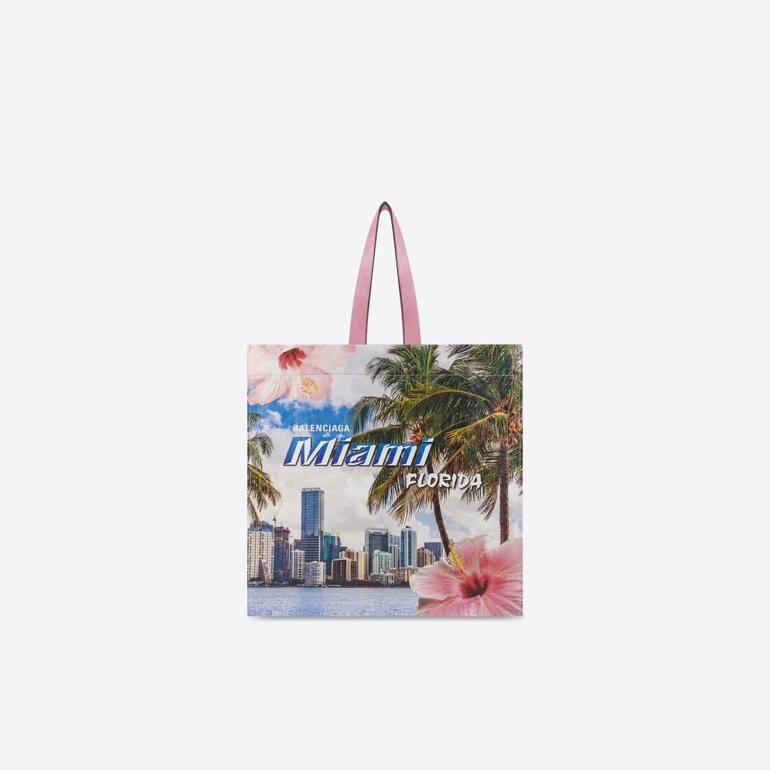 Display zoomed version of shopper medium shoulder tote bag 1