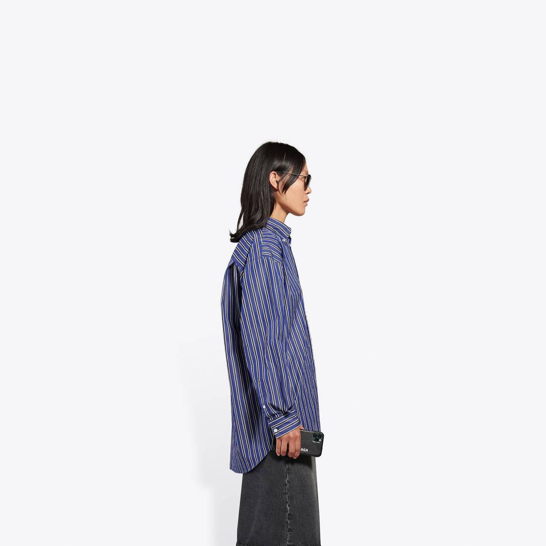 Display zoomed version of large fit shirt 4