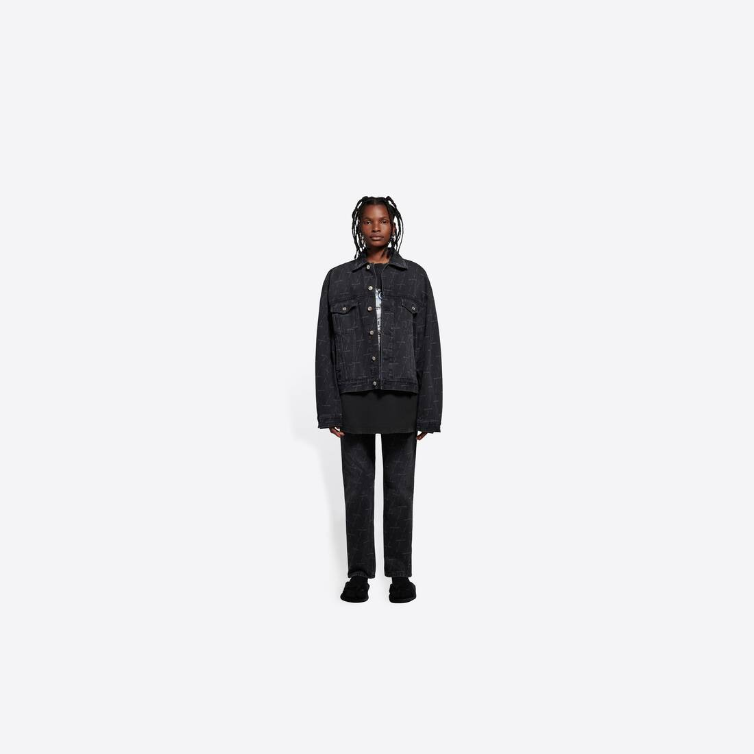 Display zoomed version of large fit jacket 3