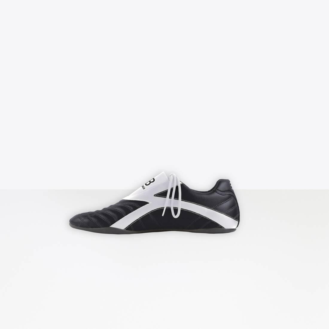 Display zoomed version of zen sneaker 4