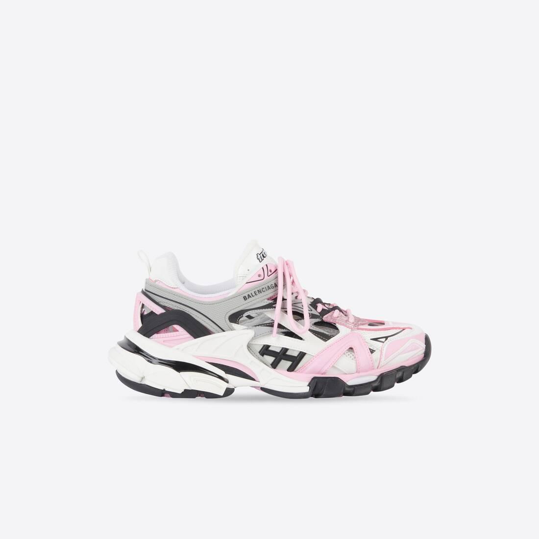 Display zoomed version of track 2.0 sneaker 1
