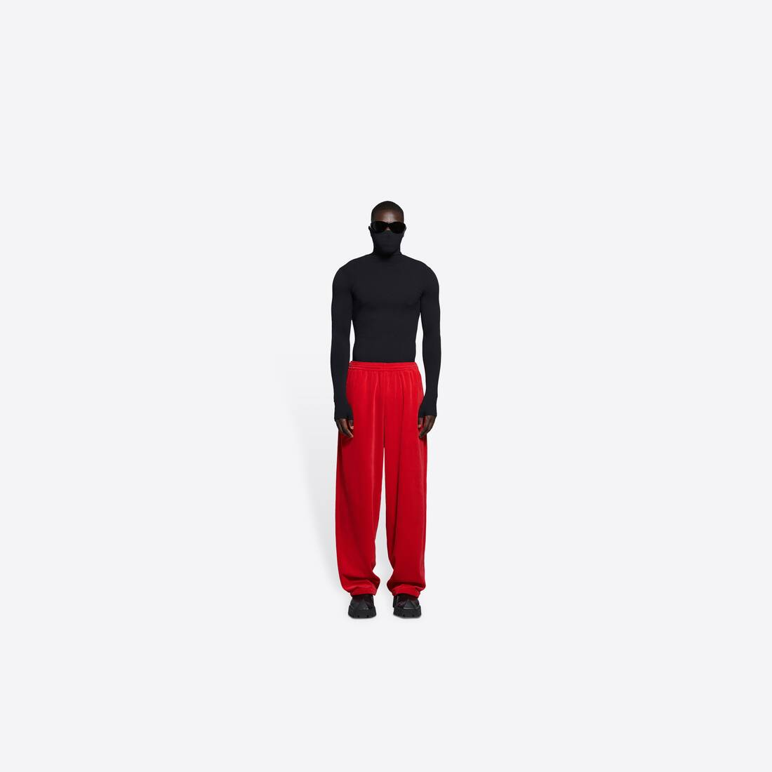 Display zoomed version of tracksuit pants 3