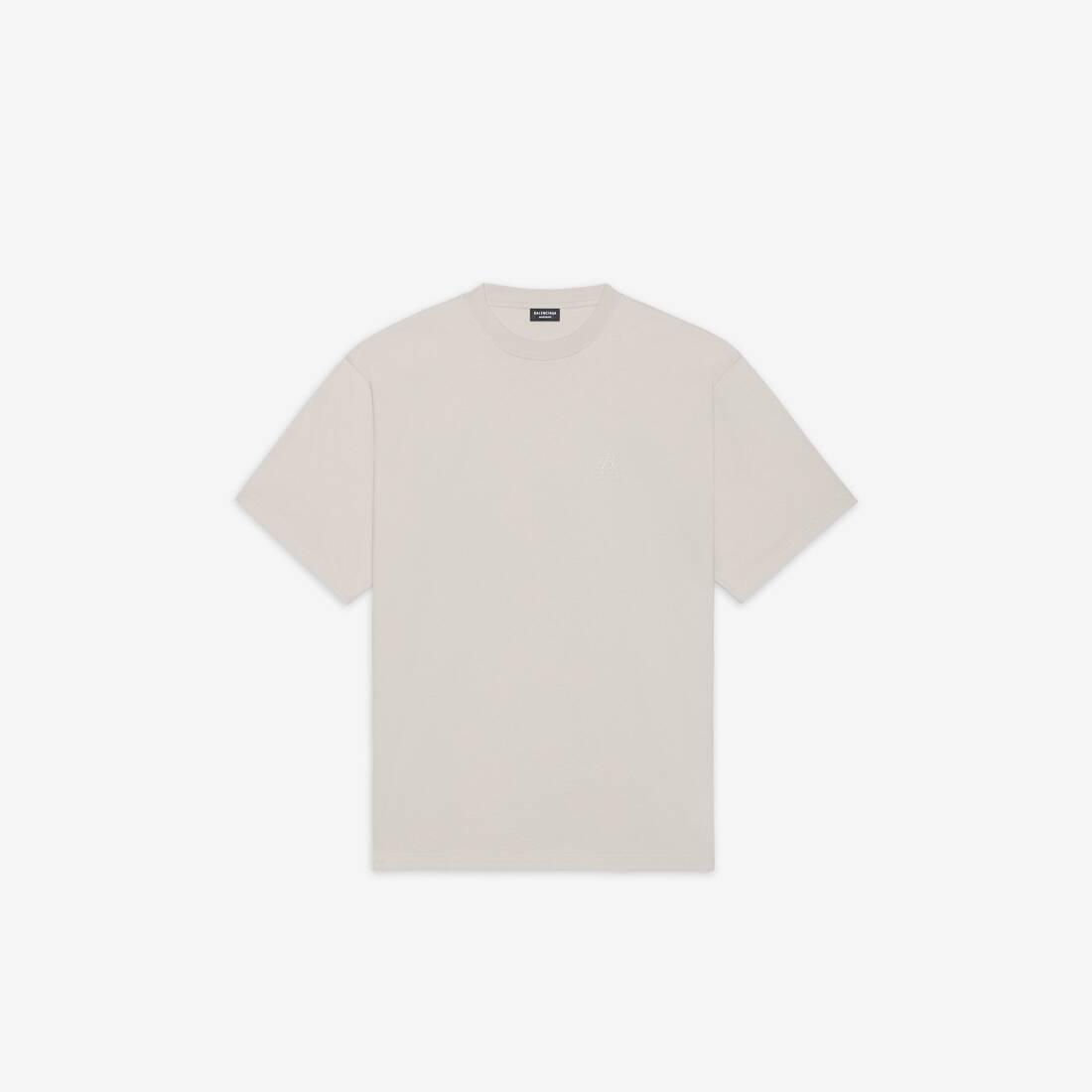 Display zoomed version of resorts t-shirt 1