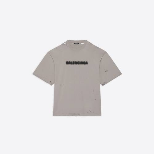 t-shirt fit blurry wide