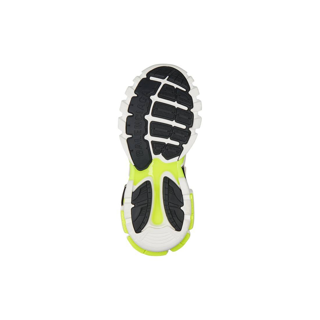 Display zoomed version of track.2 sneaker 4