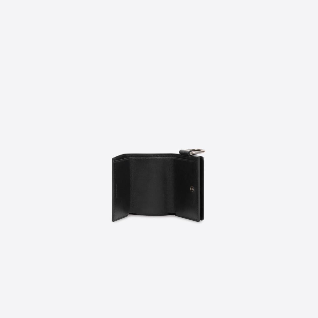 Display zoomed version of bondage mini wallet 4