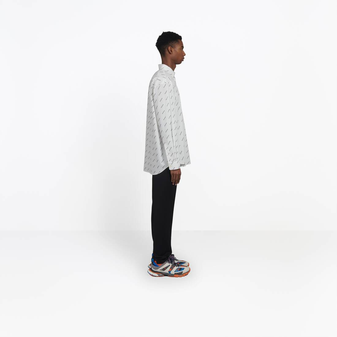 Display zoomed version of normal fit shirt 4