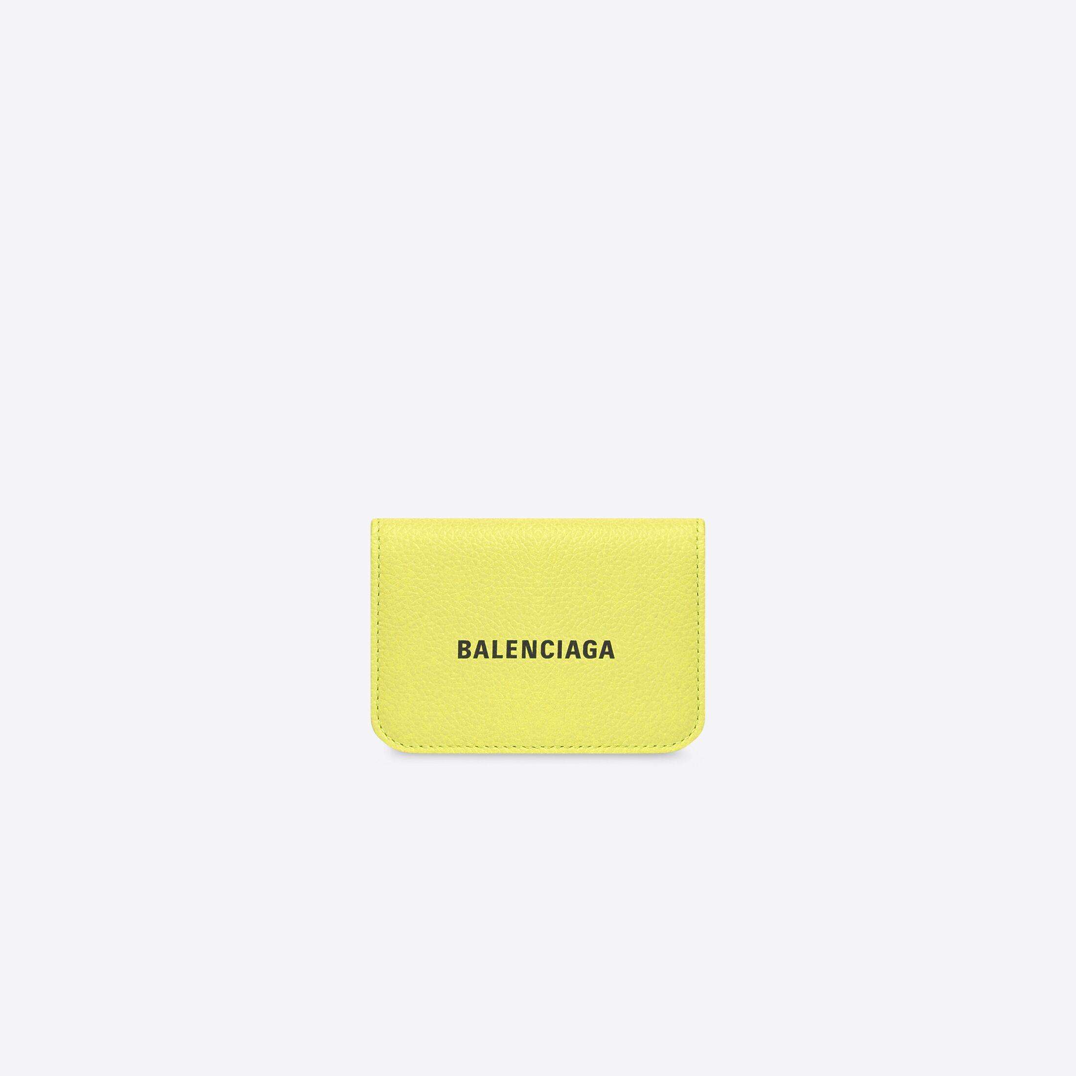 30代の女性の定番バレンシアガ財布