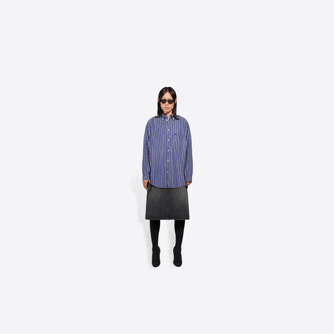 Display zoomed version of large fit shirt 6