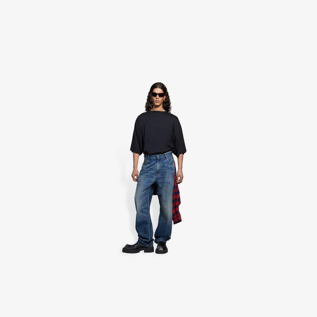 Display zoomed version of hybrid shirt pants 3