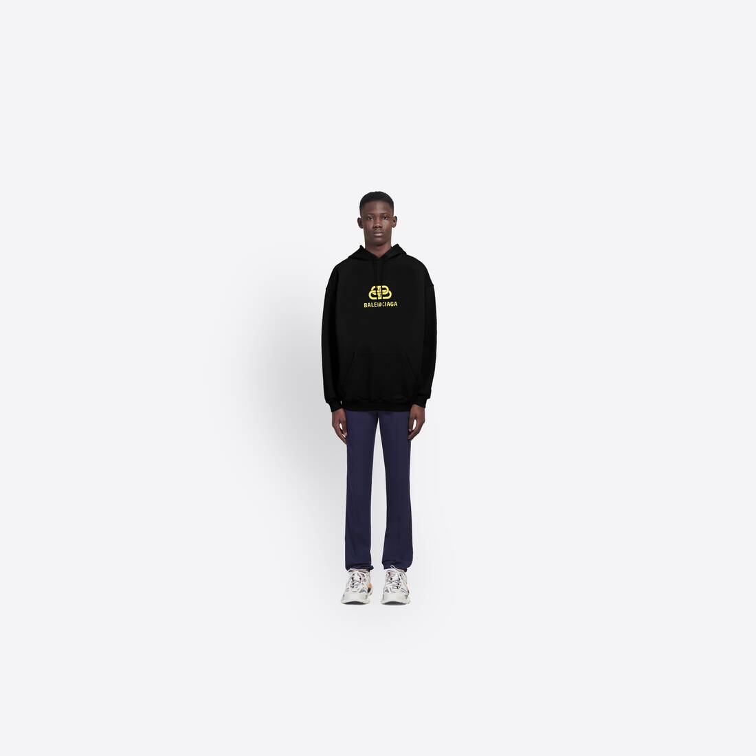 Display zoomed version of bb hoodie 5