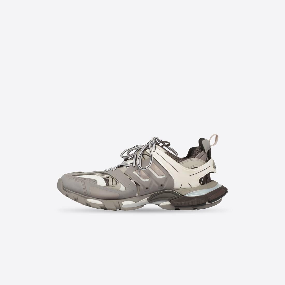 Display zoomed version of sneaker track 4