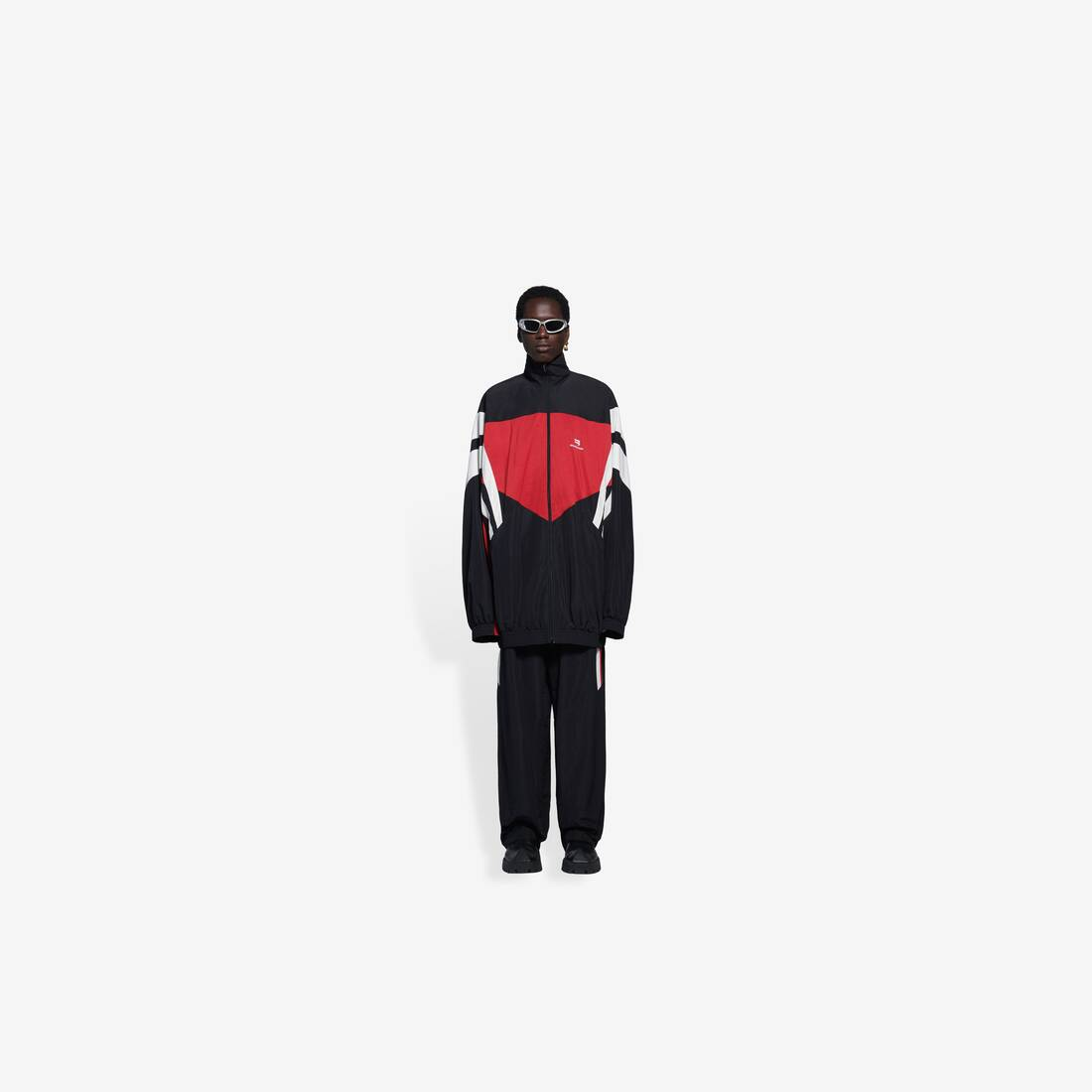 Display zoomed version of one size tracksuit jacket 3