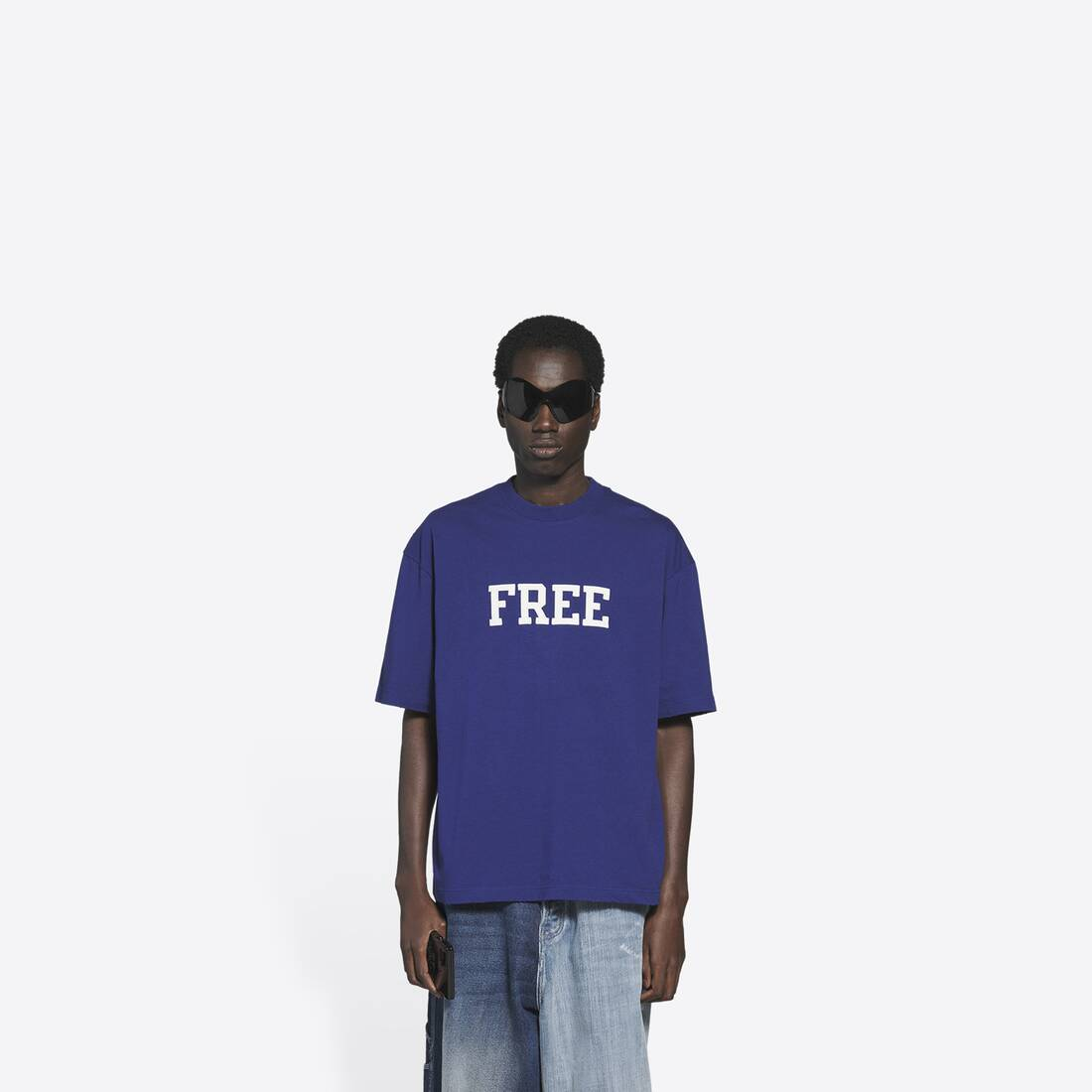 Display zoomed version of free medium fit t-shirt 3