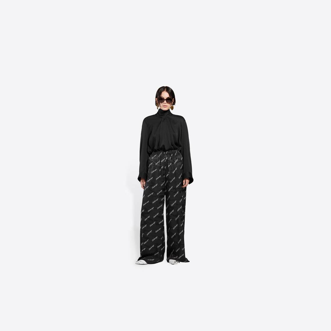 Display zoomed version of allover script logo wide leg pants 3