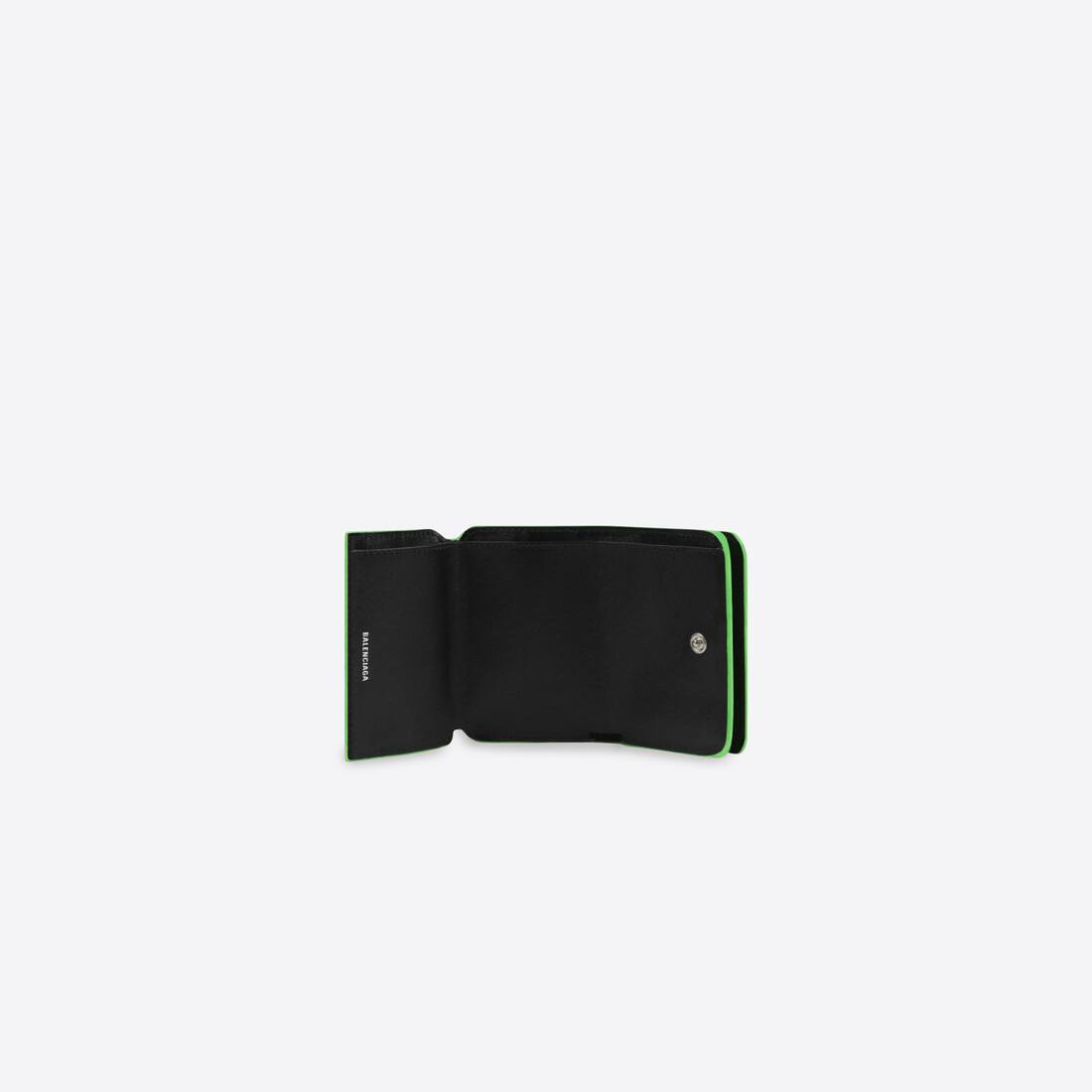 Display zoomed version of cash mini wallet 3