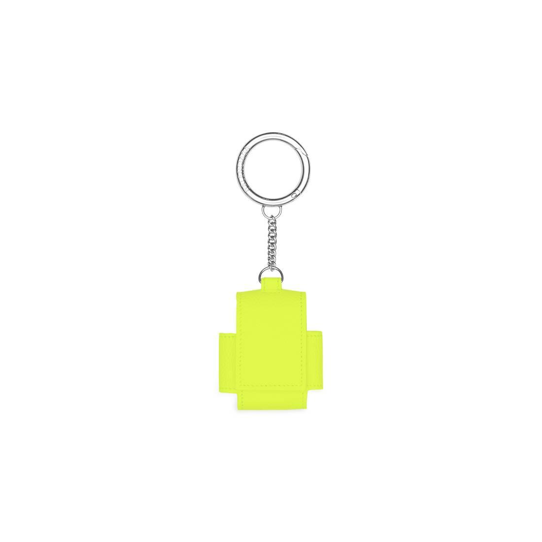 Display zoomed version of cash earpods holder 2