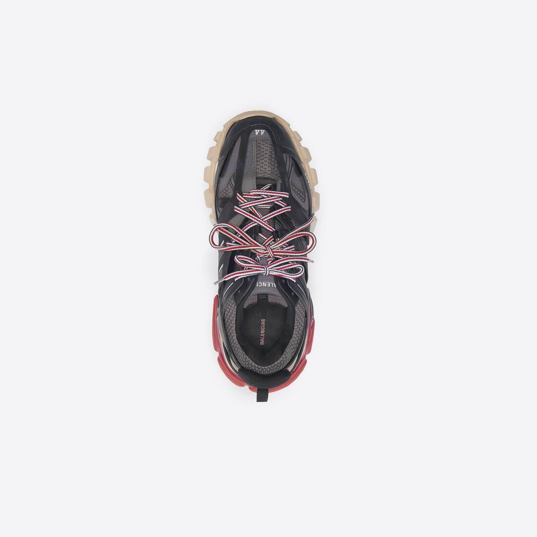 Display zoomed version of track sneaker 5