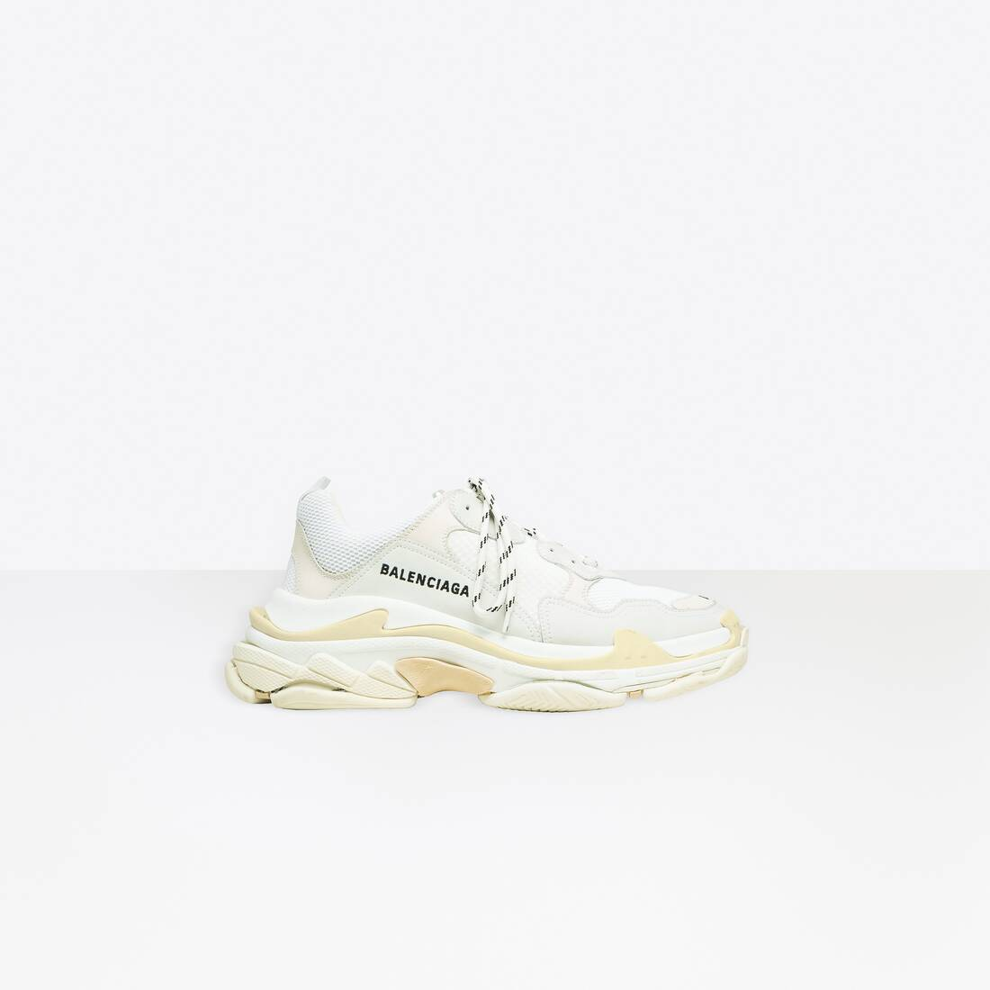 Display zoomed version of zapatillas triple s 1