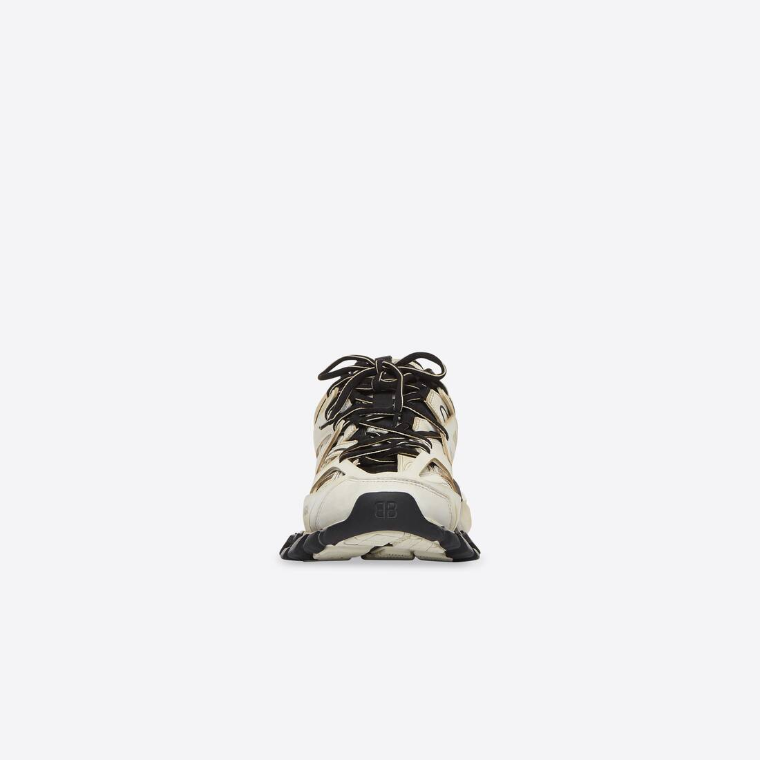 Display zoomed version of track sneaker worn out 3