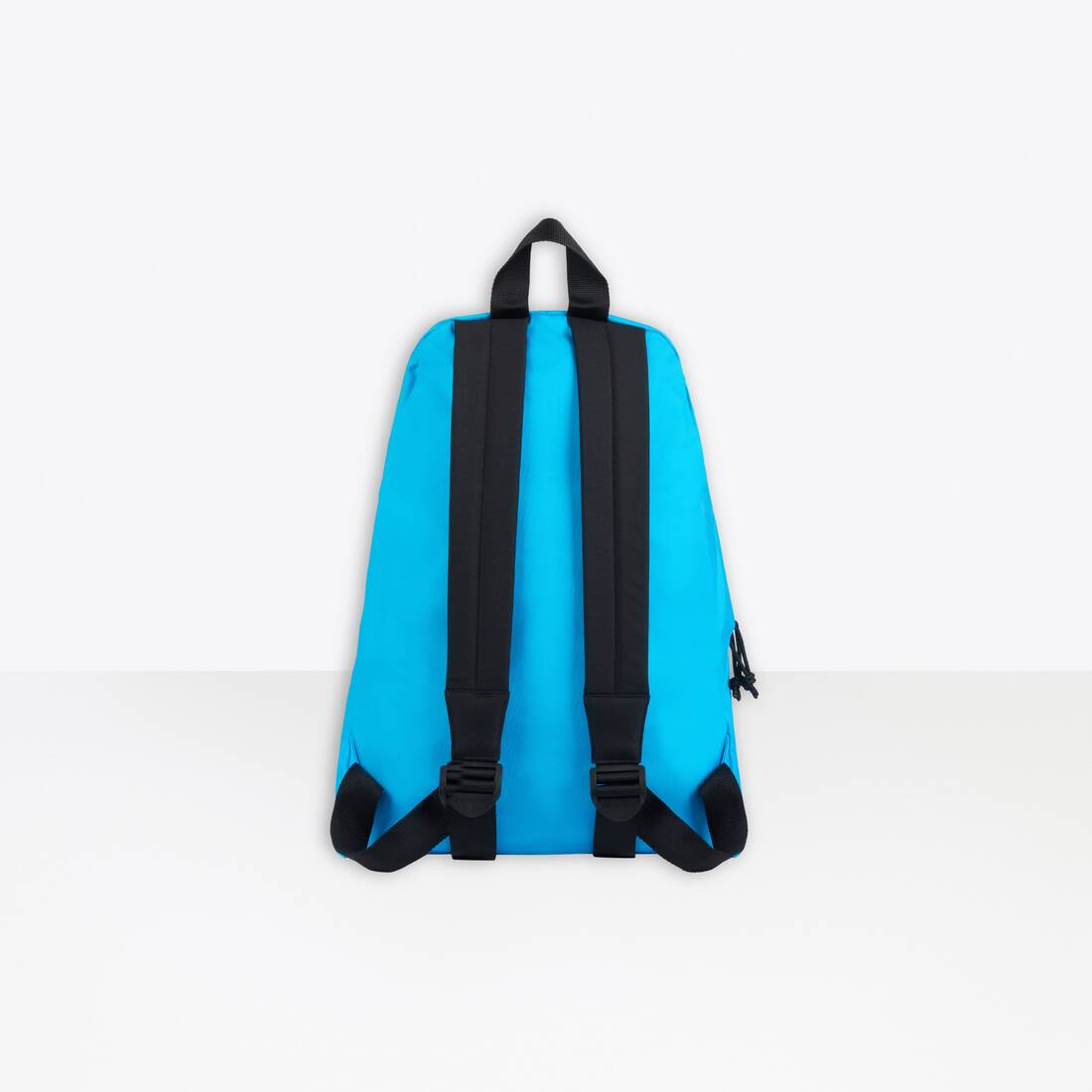 Display zoomed version of oversized xxl backpack 2
