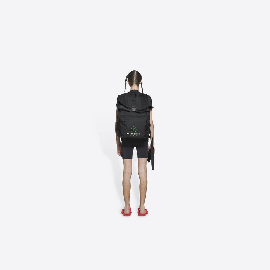 Display zoomed version of messenger backpack 4