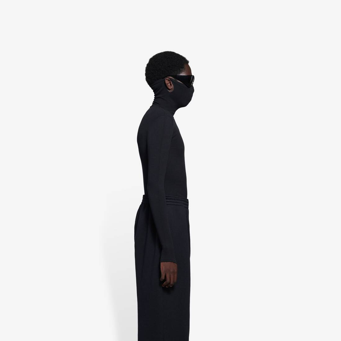 Display zoomed version of mask turtleneck 3