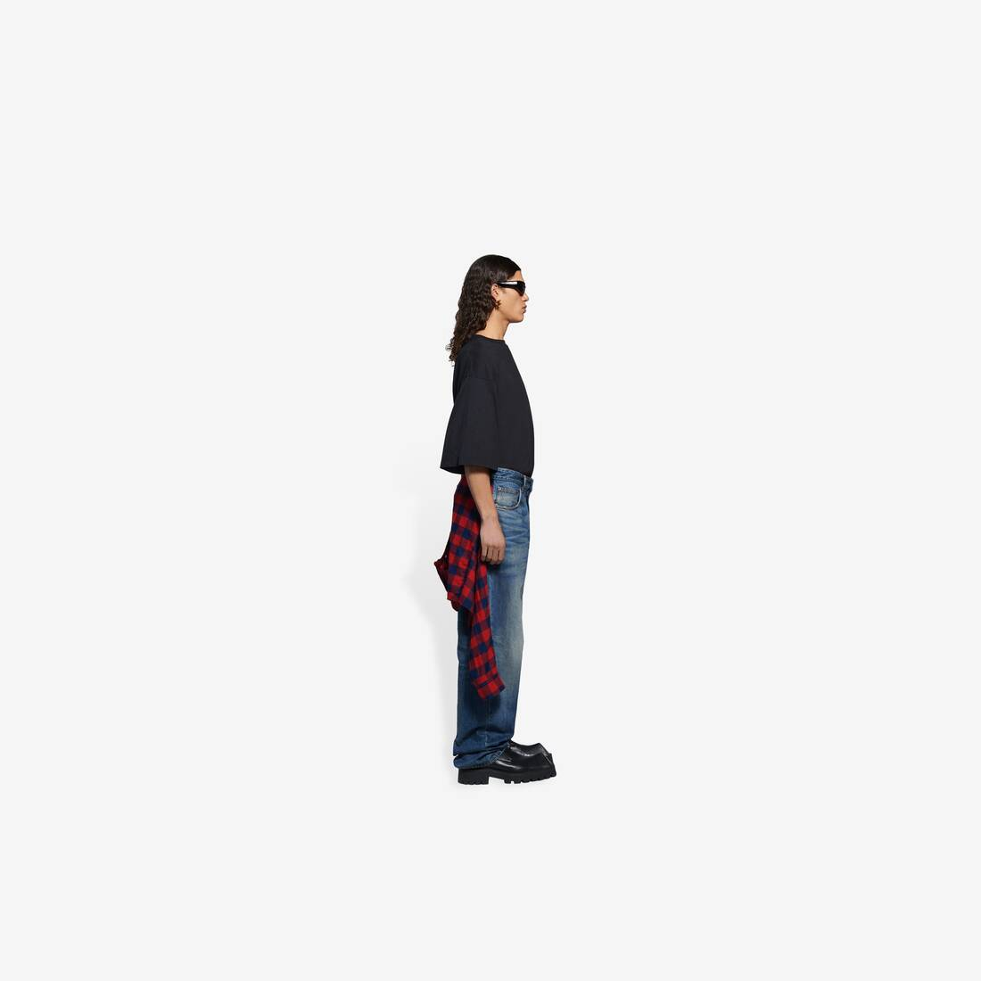 Display zoomed version of hybrid shirt pants 4