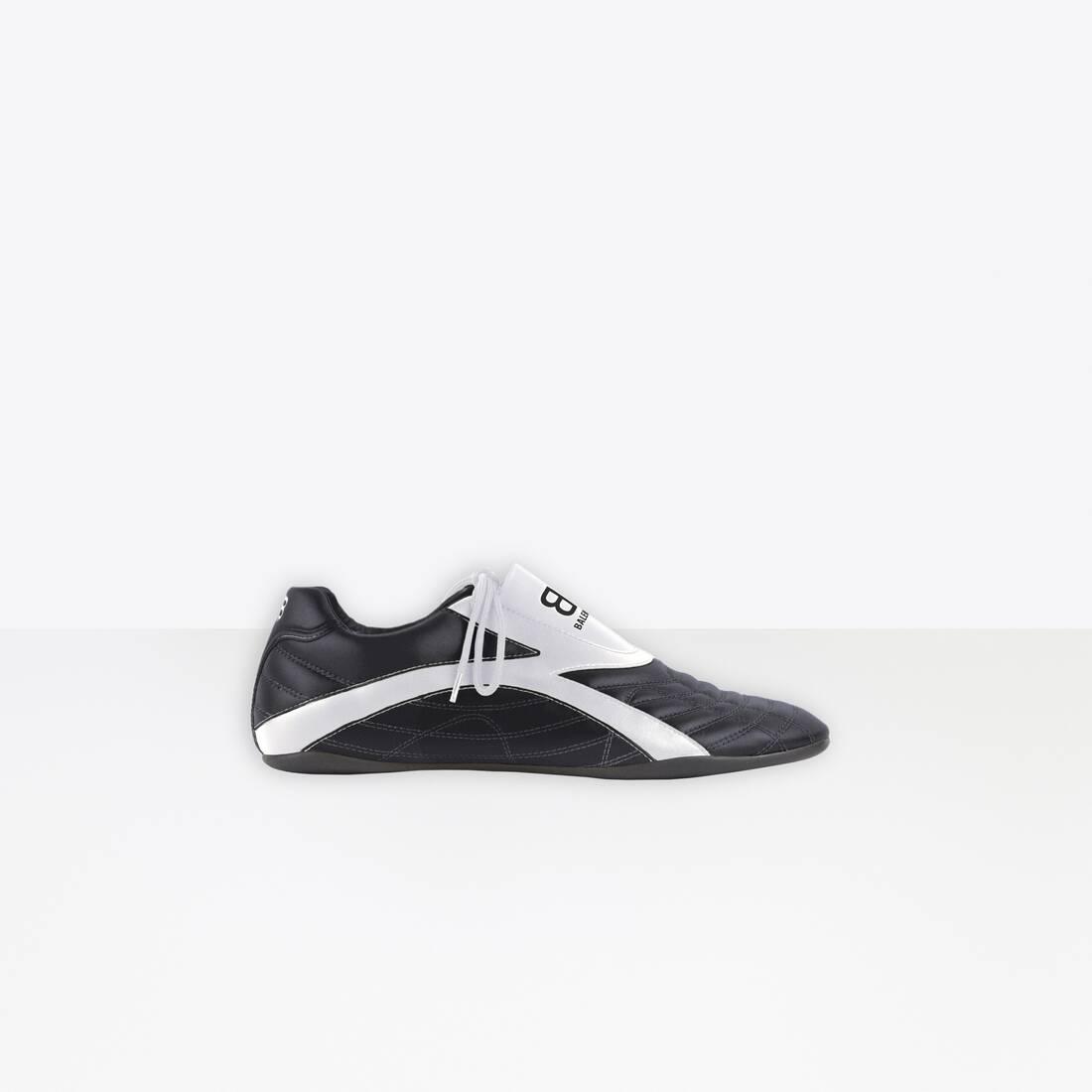 Display zoomed version of zen sneaker 1
