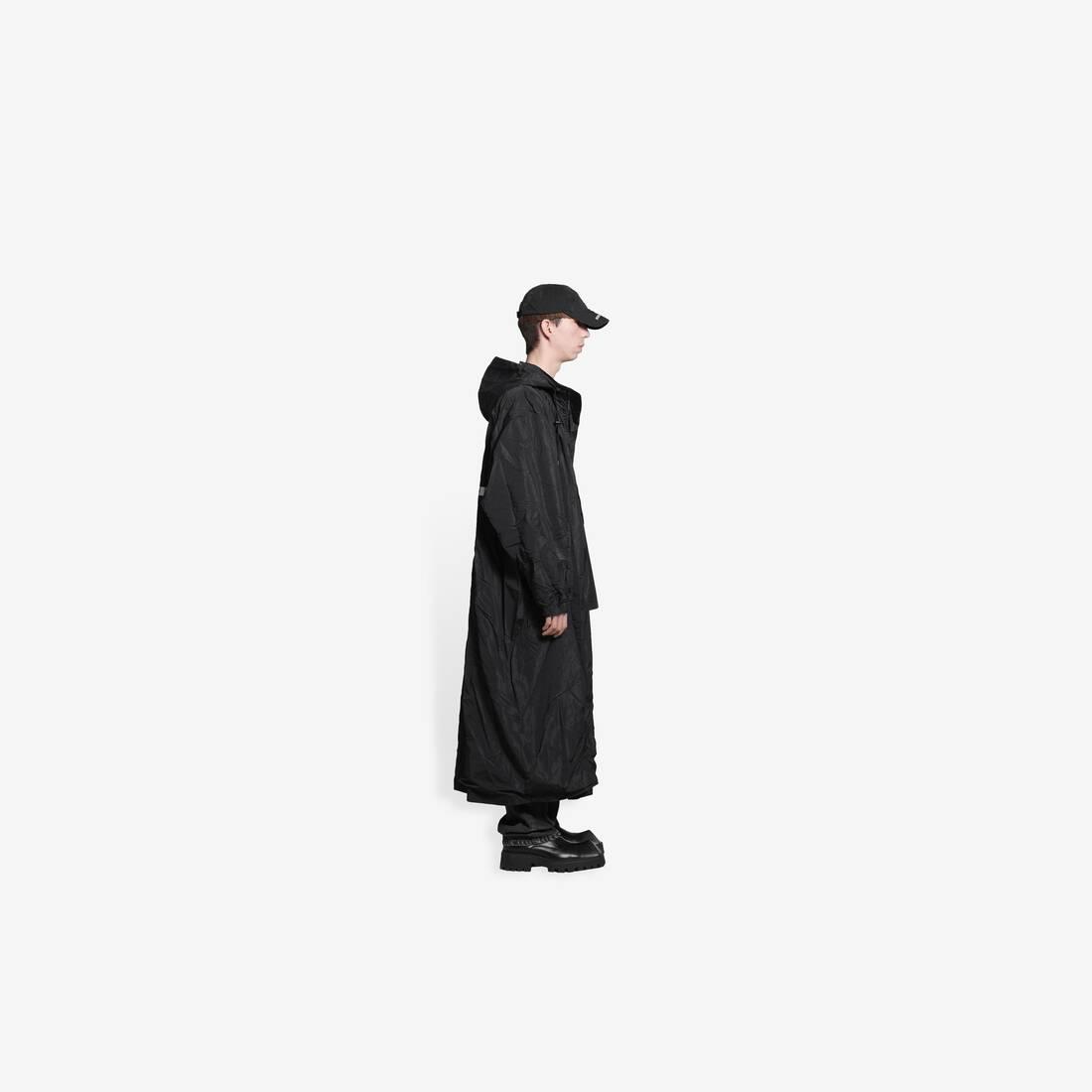 Display zoomed version of rammstein raincoat 4